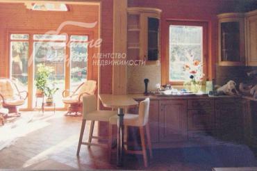 Кухня-столовая 26 кв.м.с панорамными окнами.